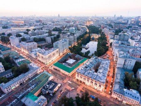«Да, да! Прямо все лезут в Москву, будто она резиновая!»