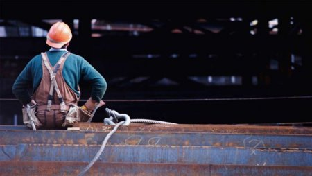 Сколько задолжали работодатели российским строителям