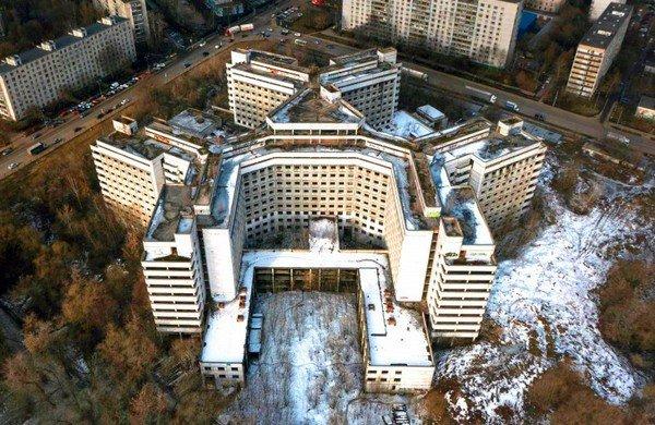 Когда снесут самую жуткую больницу Москвы