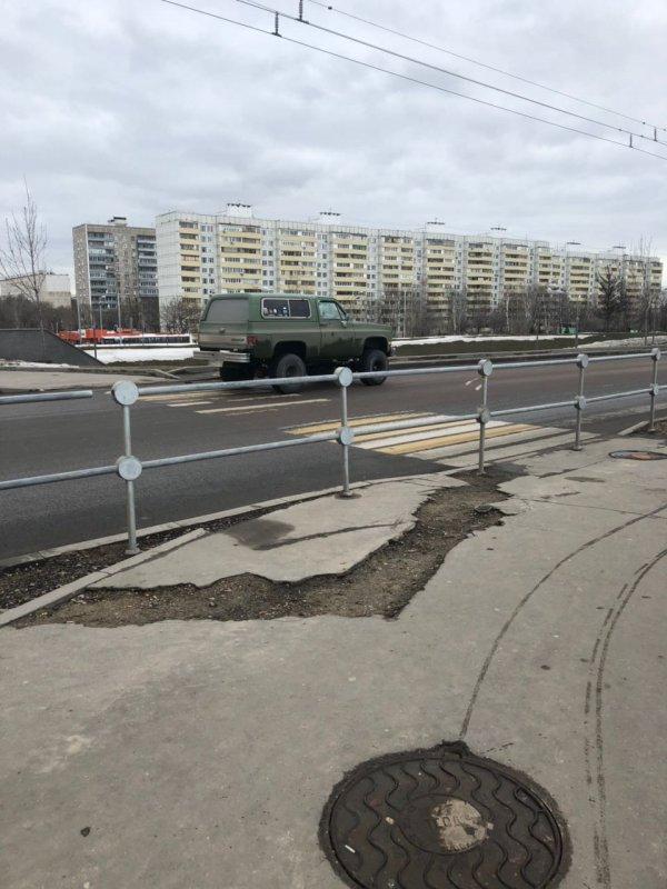 Москва все строится, торопится...