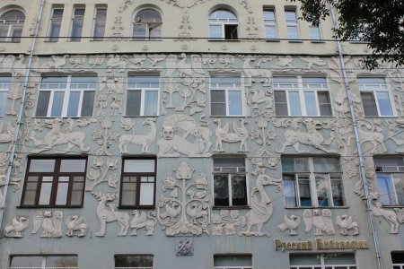 Из-за чего обрушился балкон «Дома со зверями» в центре Москвы