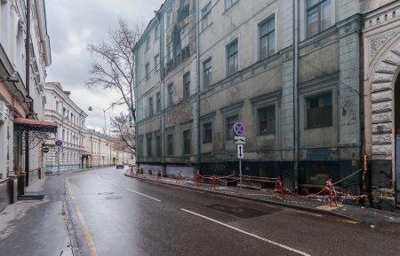 Почему власти Москвы продают палаты Гурьевых в центре за полцены