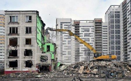 Реновация и реконструкция в Москве: для чиновников первое - любо, второе – кость в горле.