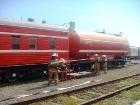 К месту ЧП на складе Москвы отправлен третий пожарный поезд