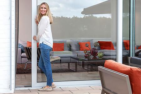 Больше света и пространства: на оконном рынке растет интерес потребителей к раздвижным дверям
