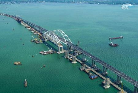Установлена последняя свая ж/д части моста в Крым