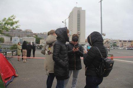 Голодавшие сироты из Владивостока подписали договоры на аренду жилья