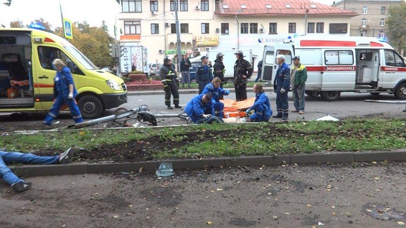 БМВ сбила 3-х пешеходов натротуаре в новейшей столицеРФ