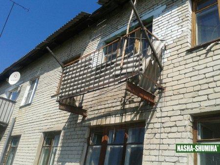 Балкон с двумя маленькими детьми обрушился в Курганской области