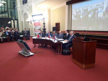 Какой спор разгорелся  вокруг градостроительной политики РФ между экспертами