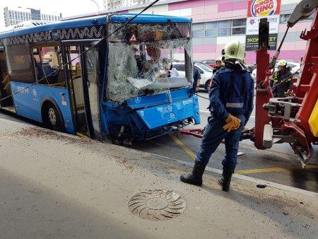 Названо число пострадавших в ДТП с автобусом около метро «Коньково»