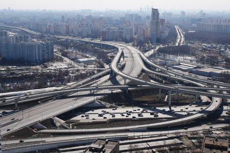 Москва названа единственным мегаполисом с опережающими темпами дорожного строительства