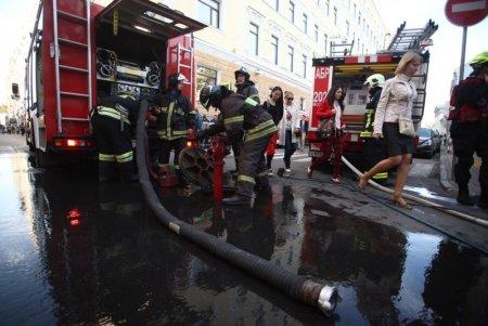На Тверской улице загорелась школа