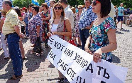Организаторов митинга против пенсионной реформы освободили из ОВД