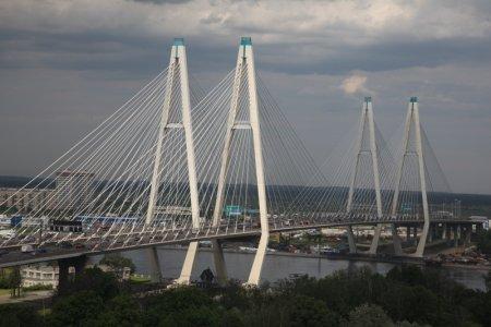 В Петербурге автомобилистов лишат сразу двух полос на Вантовом мосту