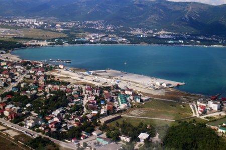 Медведев назвал строителя инфраструктуры в порту Геленджик