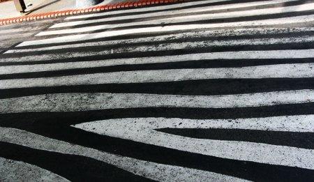 В Москве устанавливают экспериментальные пешеходные переходы