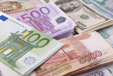 ЦБ снизил курс евро и доллара