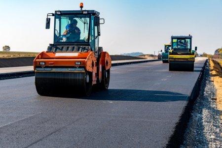Медведев направил миллиарды на дороги в шести регионах