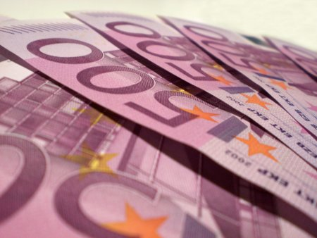 Курс евро поднялся выше 80 рублей