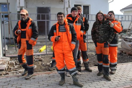 Власти России уменьшат число мигрантов в строительной сфере
