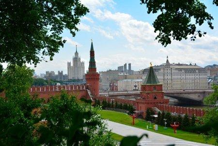 Испуганные обвалом рубля москвичи скупают квартиры