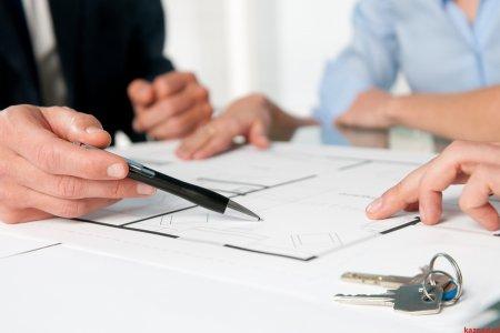 В РФ на треть сократилось количество зарегистрированных сделок с жильем