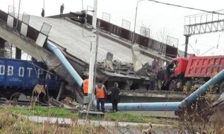 В сети появилось видео с обрушением моста над Транссибом в Приамурье