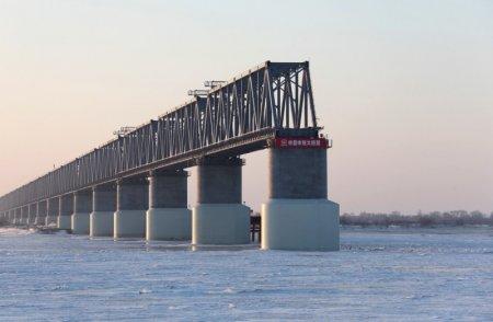 Российская и китайская части ж/д моста через Амур соединились