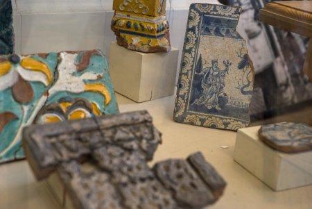 Музейная витрина с артефактами открылась в Малом Златоустинском переулке