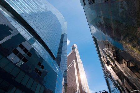 Огромная «Луна» стала соседкой делового центра «Москва-Сити»