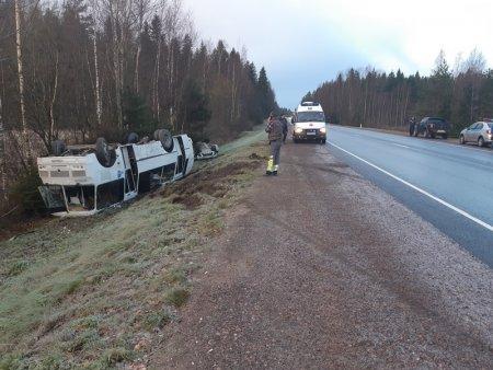 В Ленобласти произошло ДТП с автобусом, где находились 30 человек