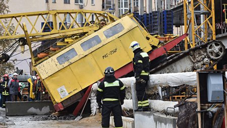 В Нижнем Новгороде на детсад рухнул автокран