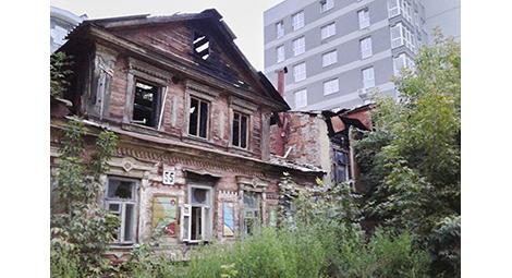Авариное жилье в России: как богатое государство планирует помогать бедному населению
