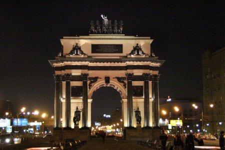 Триумфальную арку Москвы очистят от грязи