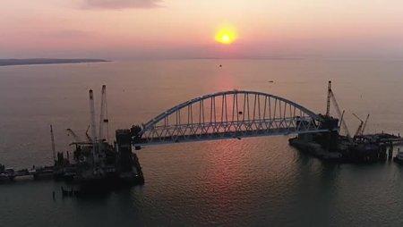Окончена установка всех железнодорожных опор Крымского моста