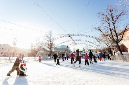 Первые катки с искусственным льдом появились в парках Москвы