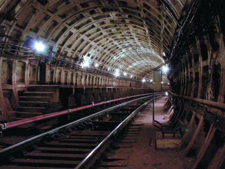 Больше 120 км кабельных трасс проложено в метро Москвы с начала года