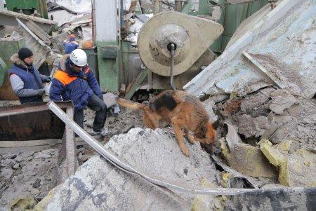Три человека находятся под завалами в результате ЧП на стройке около метро «Саларьево»