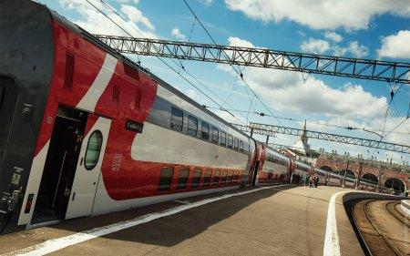 Двухэтажные поезда поедут в Крым после открытия ж/д сообщения