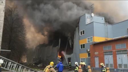 Из горящего офисного здания в Санкт-Петербурге эвакуированы 200 человек